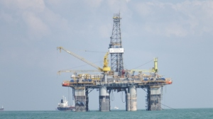 An enormous oil drilling platform